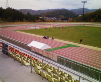 近所の散歩でサッカー観戦@上野総合公園
